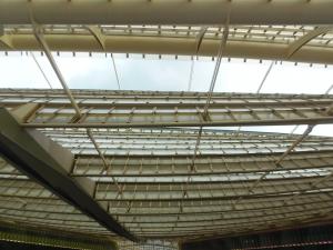 Le toit de la Canopée fait de panneaux récupérateurs d'eau de pluie qui vont alimenter le parc de Châtelet.